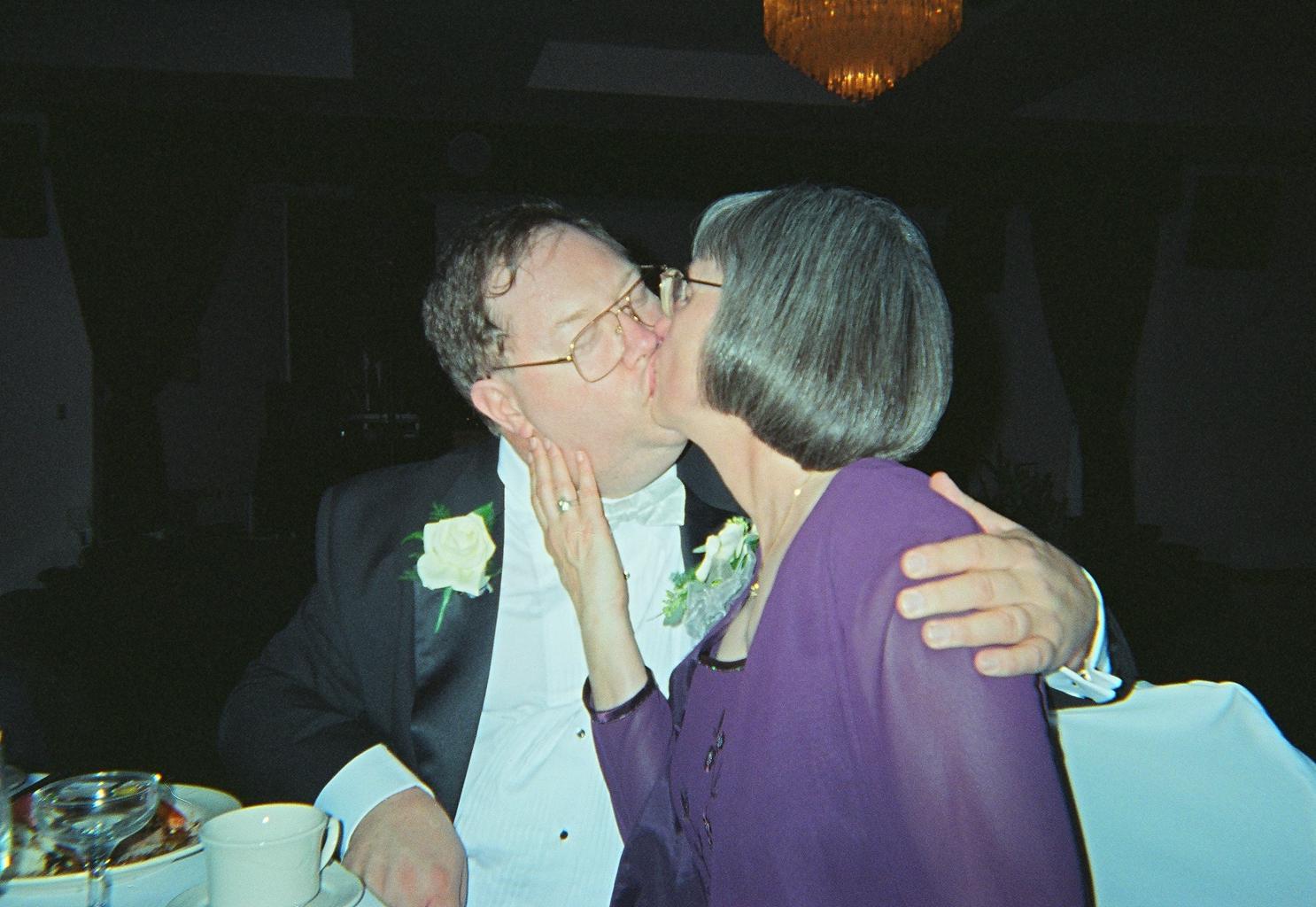 00510016_carlpat_kissing