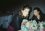 Lisa & Susie_arranging_flowers_00450010